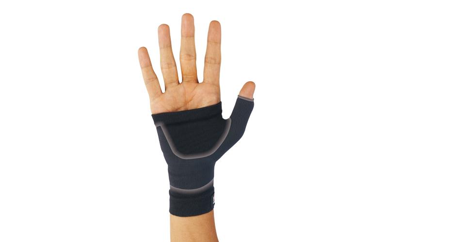 手首を軽く圧迫・保護